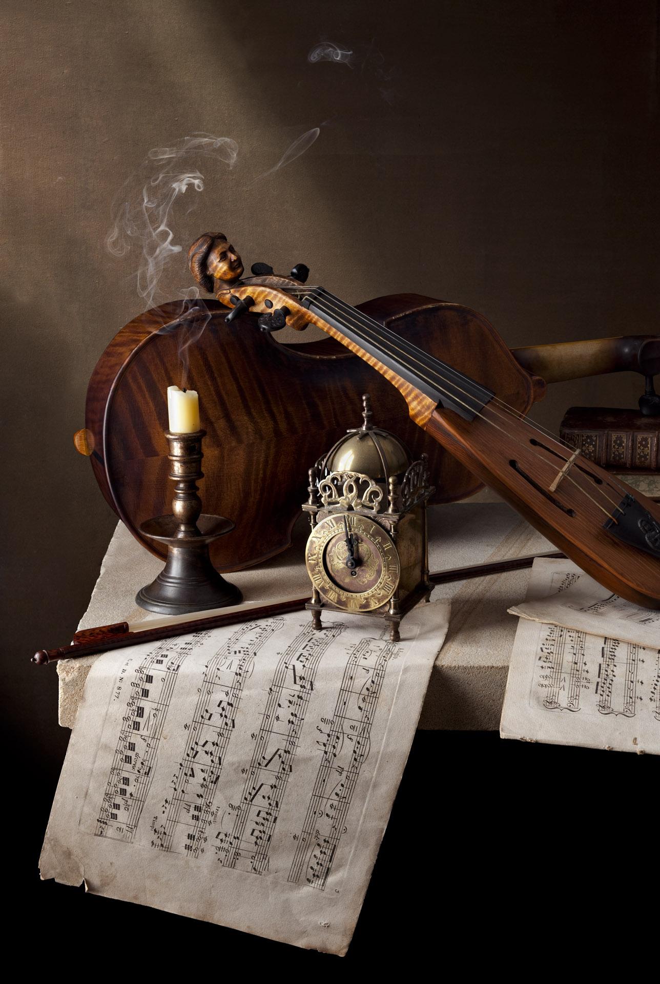 KStill life with pochette and viola